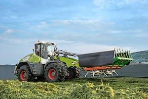 Claas koopt de wielladers in bij Liebherr, maar zet ze wel helemaal om naar landbouw-uitvoering, onder meer met echte landbouwbanden en meer hydrauliekfuncties.