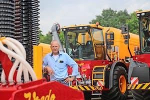 André de Waard begon als servicemonteur bij Vredo en doet nu de verkoop van nieuw en gebruikt. De verkoop van occasions is belangrijk, het trekt kopers die nu nog niet in de markt zijn voor nieuw.