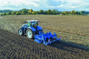 Een SUH-woeler in de blauwe New Holland kleuren. - Foto: New Holland