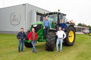 Vlnr: Robin Vervaet (52), Edwin Vervaet (55), Dany Dieleman (54, Kraakman), Hayo Dons (45, Kraakman) en Lex Zandbergen (47, Kraakman) Foto: Peter Roek