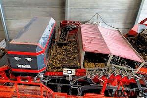 Downs CropVision verwijdert ongewenst materiaal uit de aardappelstroom, zodat dit geen kostbare opslagruimte inneemt.