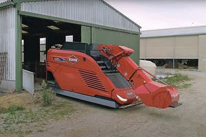 Kuhn wint een gouden innovatieprijs op de Sima met de Aura-voerrobot. De Aura oriënteert zich met RTK-gps, en binnen de stal met eenmalig 'inmeten' via begeleid rondrijden. Verder beveiligen laser en lidar tegen aanrijdingen met obstakels. Foto: Kuhn.