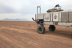 Een jaar geleden nam Raven DOT Technology Corp over. OT is de ontwikkelaar van het Dot Power Platform, een autonome werktuigendrager die te koppelen is met een breed scala aan werktuigen.  Foto: Raven Industries