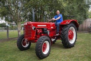 Naam: Tom Baert (45)  Woonplaats: Affligem (B)  Beroep: service manager voor Pöttinger in België, en parttime landbouwer