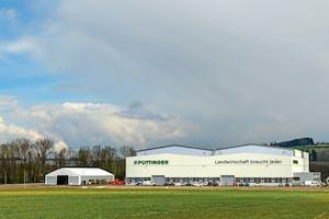 De nieuwe, vierde fabriek van Pöttinger staat in St. Georgen, dicht bij hoofdvestiging in Grieskirchen, Oostenrijk.