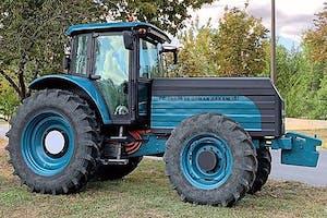 Volgens de gegevens die het bedrijf vrijgeeft is het accupakket voldoende groot voor ongeveer 5 tot maximaal 7 werkuren. Foto: ZY Electric Tractor.