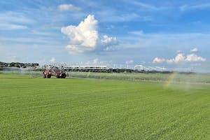 De beregeningsboom zit aan een FJ-Agro zelfrijdend beregeningshaspel. Totale werkbreedte: 84 meter. (foto: HVL Projects)